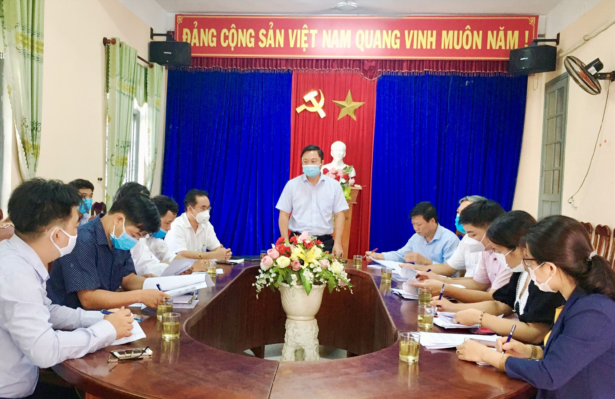 Chủ tịch UBND tỉnh Lê Trí Thanh làm việc tại xã Quế Trung (Nông Sơn) về việc thực hiện Nghị quyết 42/NQ-CP ngày 09/4/2020 của Chính phủ.
