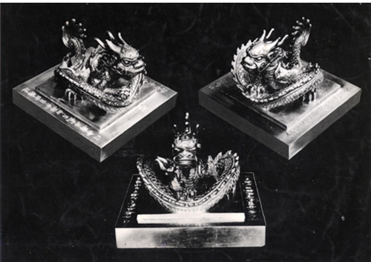 Ấn Hoàng Đế Chi Bảo bằng vàng nặng 10,534kg vua Bảo Đại trao lại tại lễ thoái vị chiều 30.8.1945.