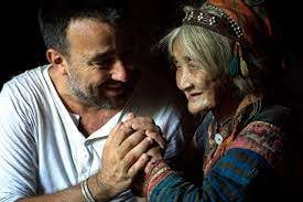 Photographer Rehahn Croquevielle and Ly Ca Su - a woman of La Hu ethnic group in Vietnam. Photo: Rehahn Photographer.