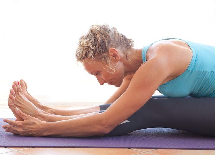 Khi bạn vận động, kéo giãn để giải phóng căng thẳng ở các cơ hỗ trợ cột sống cơn đau lưng của bạn sẽ biến mất và bạn sẽ thấy hoàn toàn dễ chịu. Để không bị bệnh đau lưng, hãy thường xuyên vận động, không nên ngồi quá lâu một chỗ. Ảnh Brightside