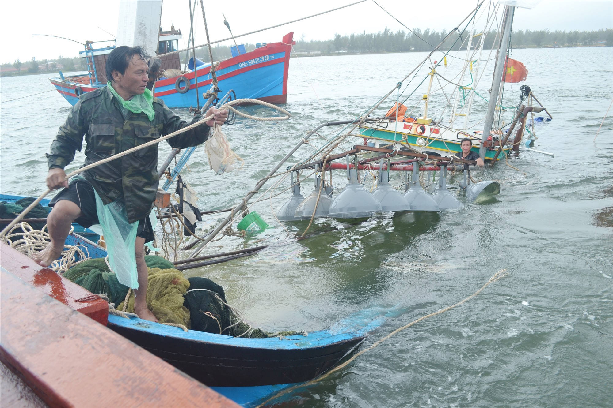 Từ đầu năm đến nay, nhiều vụ tai nạn đáng tiếc đã xảy ra với tàu cá của tỉnh. Ảnh: VIỆT NGUYỄN
