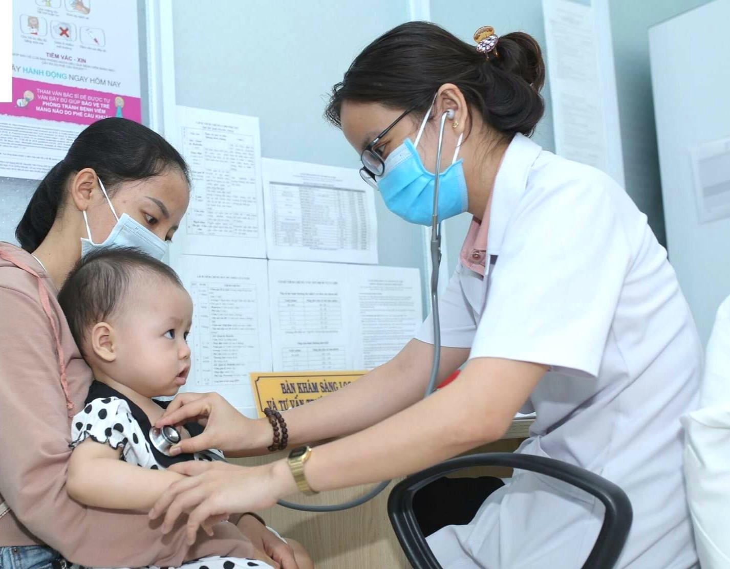Dù lựa chọn tiêm chủng ở đâu cũng nên cho trẻ đi tiêm chủng đúng lịch. Ảnh: ICR