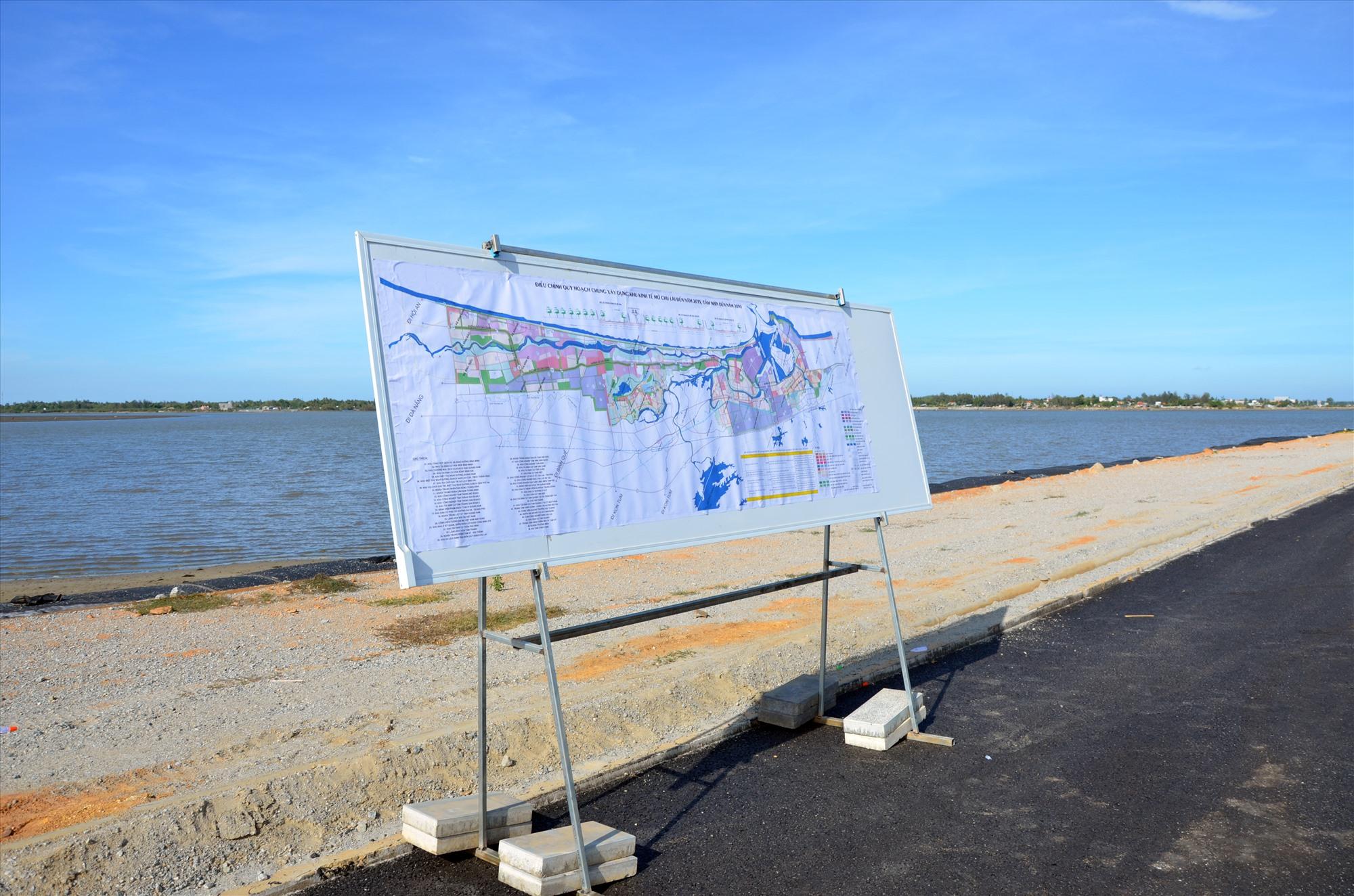 Vướng mắc chủ yếu của đường ven biển Võ Chí Công hiện nay là thu hồi đất, giải phóng mặt bằng để thi công hạng mục cầu qua vịnh An Hòa (Núi Thành).Ảnh: H.P