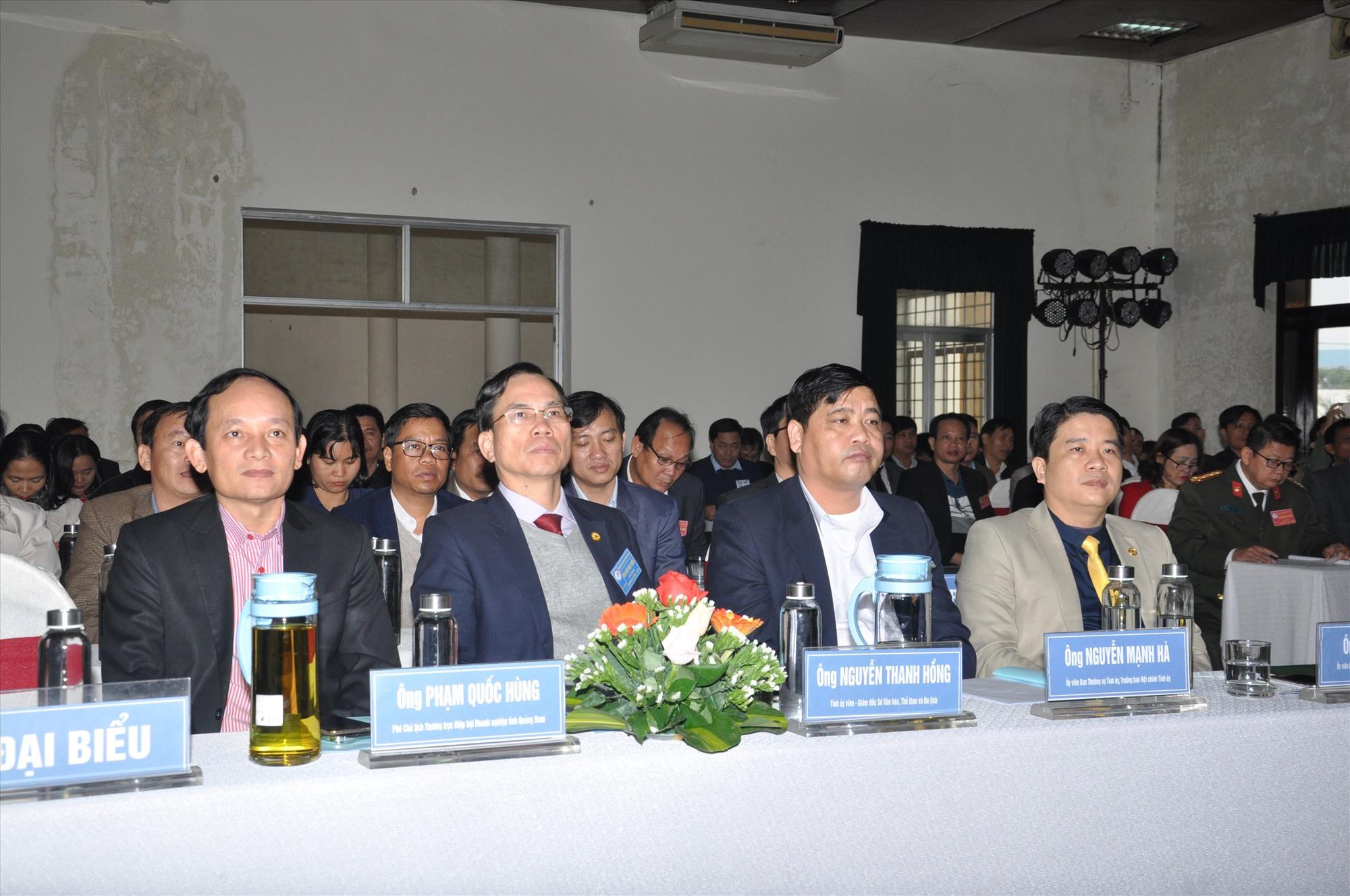 Các đại biểu lãnh đạo dự đại hội. Ảnh: T.V