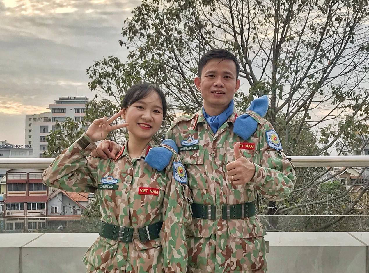 Thiếu úy Trần Như Ngọc và Thượng úy Huỳnh Văn Khánh. Ảnh: N.D