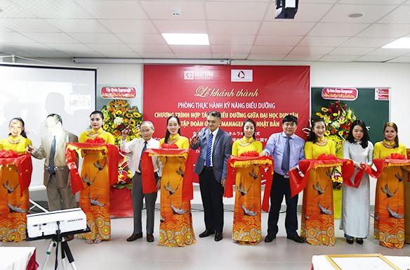 Ngày 26.12.2020 khánh thành phòng Thực hành kỹ năng điều dưỡng Trường ĐH Duy Tân do Tập đoàn Glome Management Nhật Bản hỗ trợ. Ảnh: N.T.B