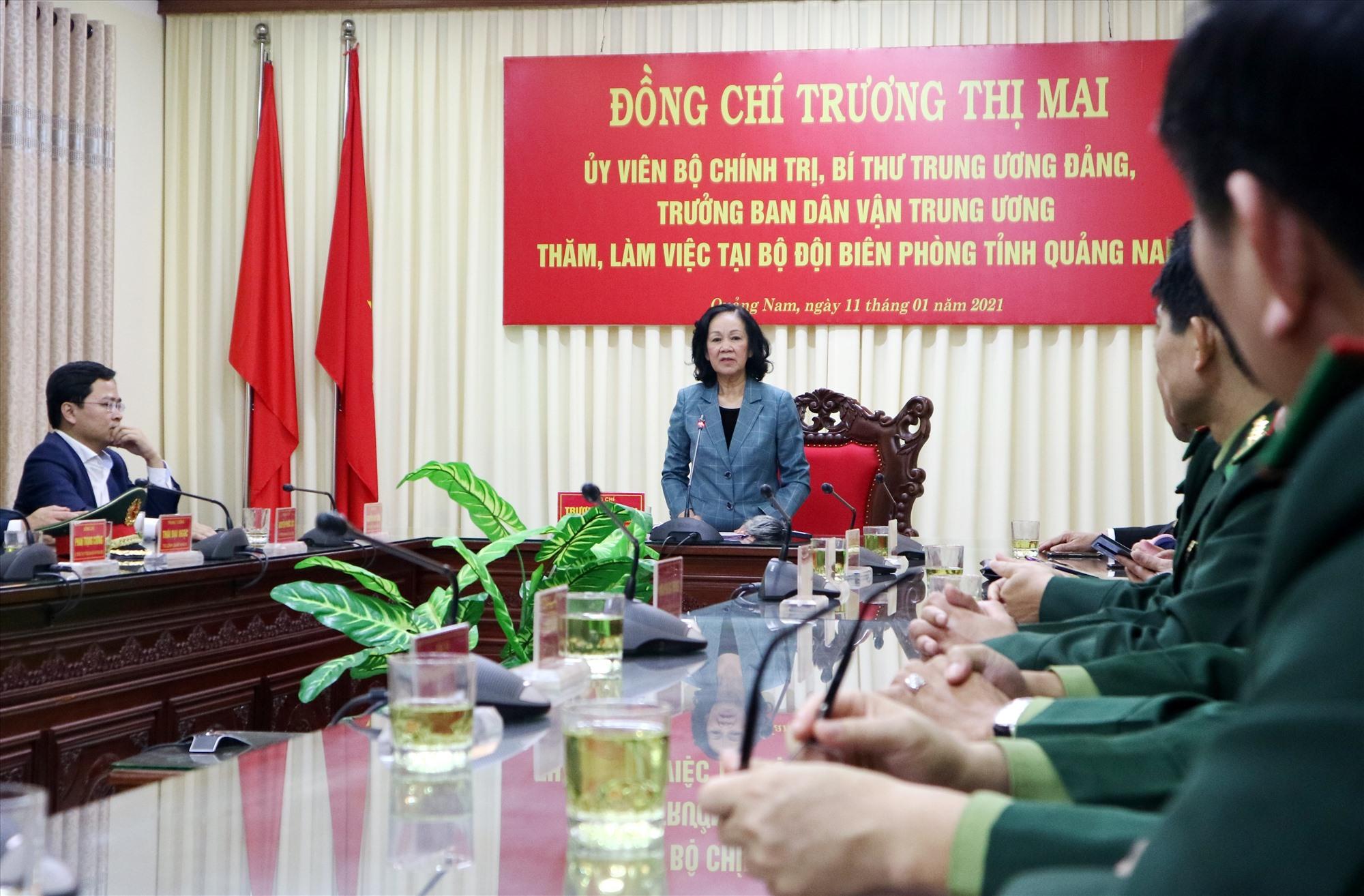 Đồng chí Trương Thị Mai chia sẻ và động viên BĐBP tỉnh luôn hoàn thành nhiệm vụ, xứng đáng với niềm tin yên của nhân dân. Ảnh: A.N