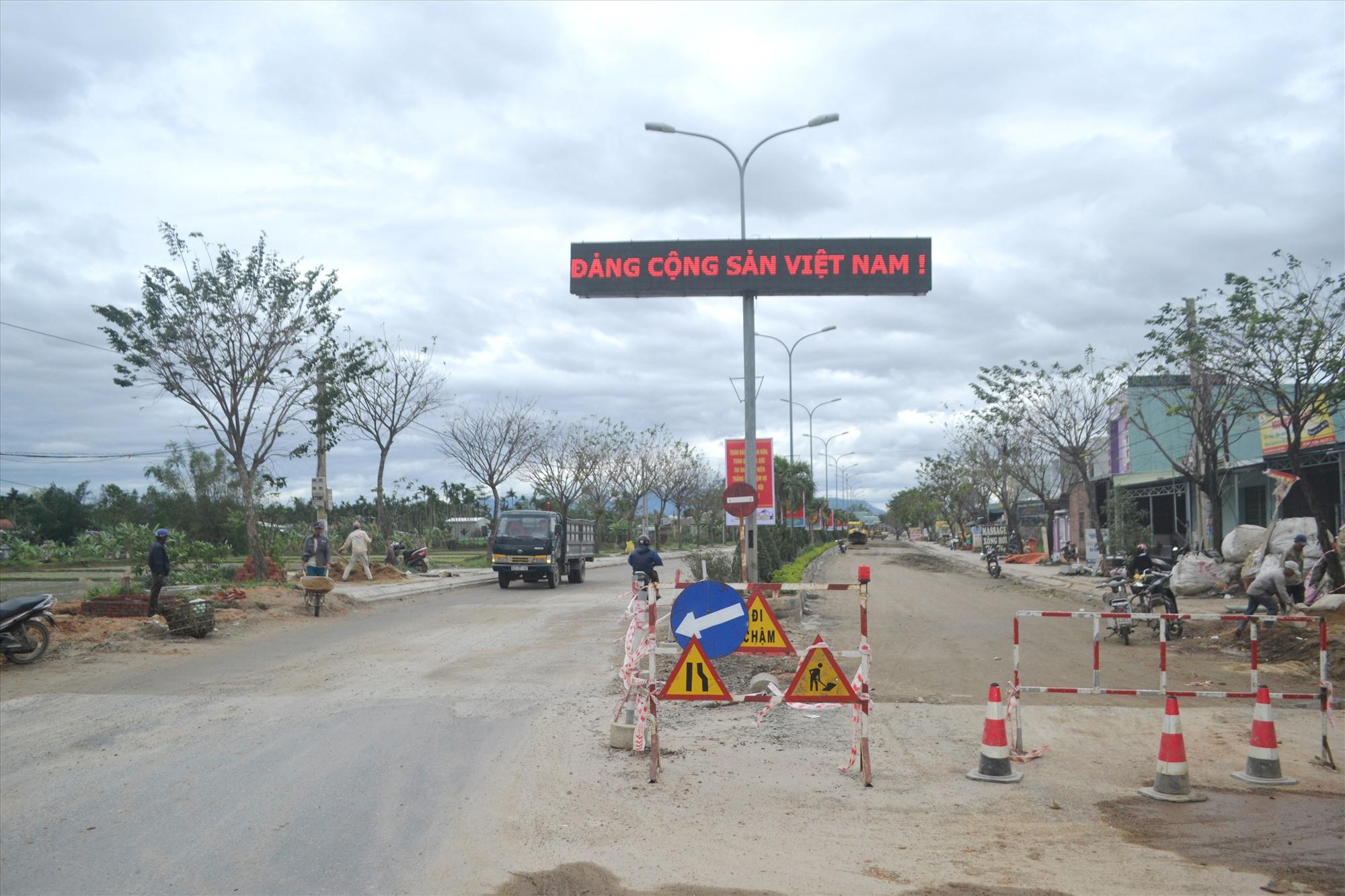 Vị trí sửa chữa là đoạn đường đôi, giáp ranh giữa thị xã Điện Bàn lên địa phận thị trấn Ái Nghĩa của huyện Đại Lộc. Ảnh: CT