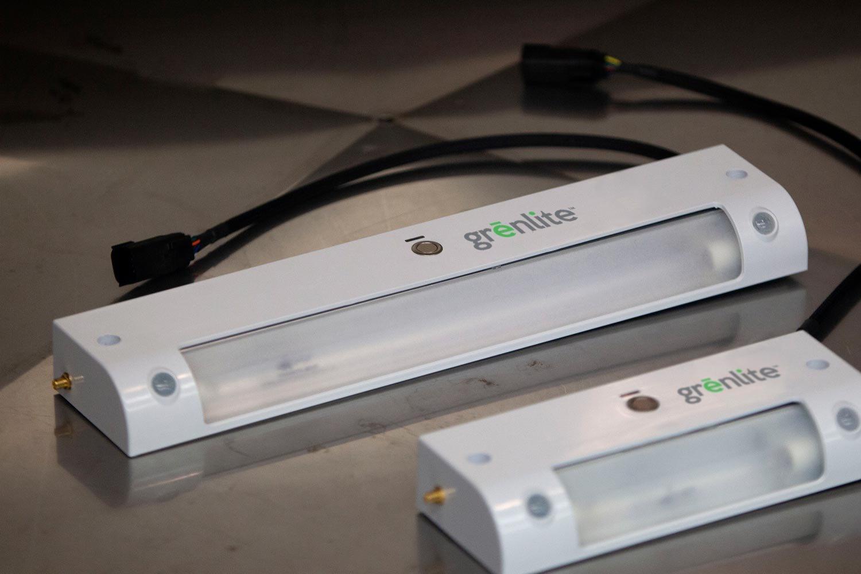 GHSP đã giới thiệu hệ thống xử lý tia cực tím Grenlite mới tại CES để tiêu diệt mầm bệnh trong xe của bạn. Công nghệ này đã được sử dụng trong các phòng cấp cứu và xe thương mại, nhưng công ty cũng đang nghiên cứu để tích hợp nó vào các phương tiện cá nhân. Ảnh: GHSP