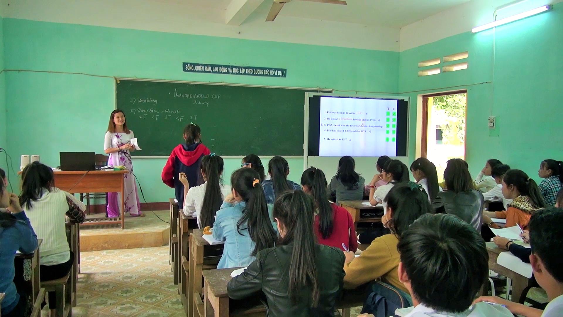 Sử dụng CNTT trong dạy học đã trở nên phổ biến tại các trường phổ thông hiện nay. Ảnh: A.N
