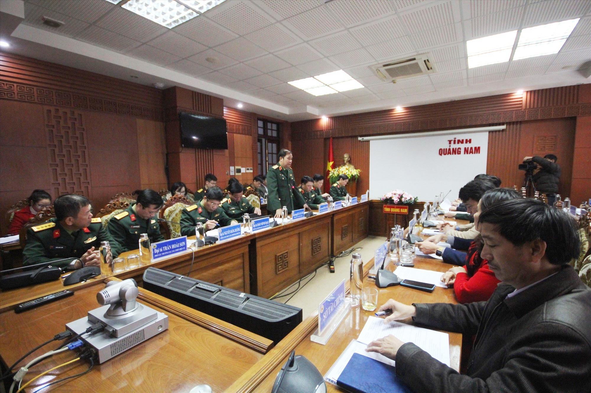 Trung tướng Phùng Sĩ Tấn phát biểu tại buổi làm việc. Ảnh: T.C