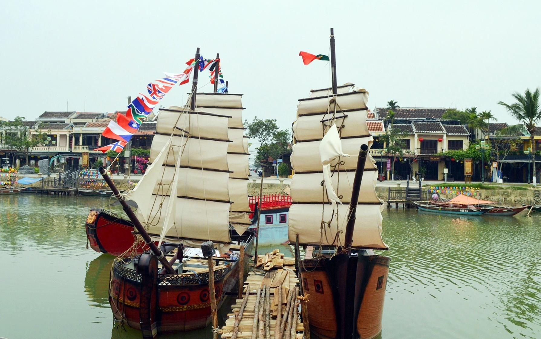 Các tàu treo cờ một số nước đã từng giao thương buôn bán tại Hội An