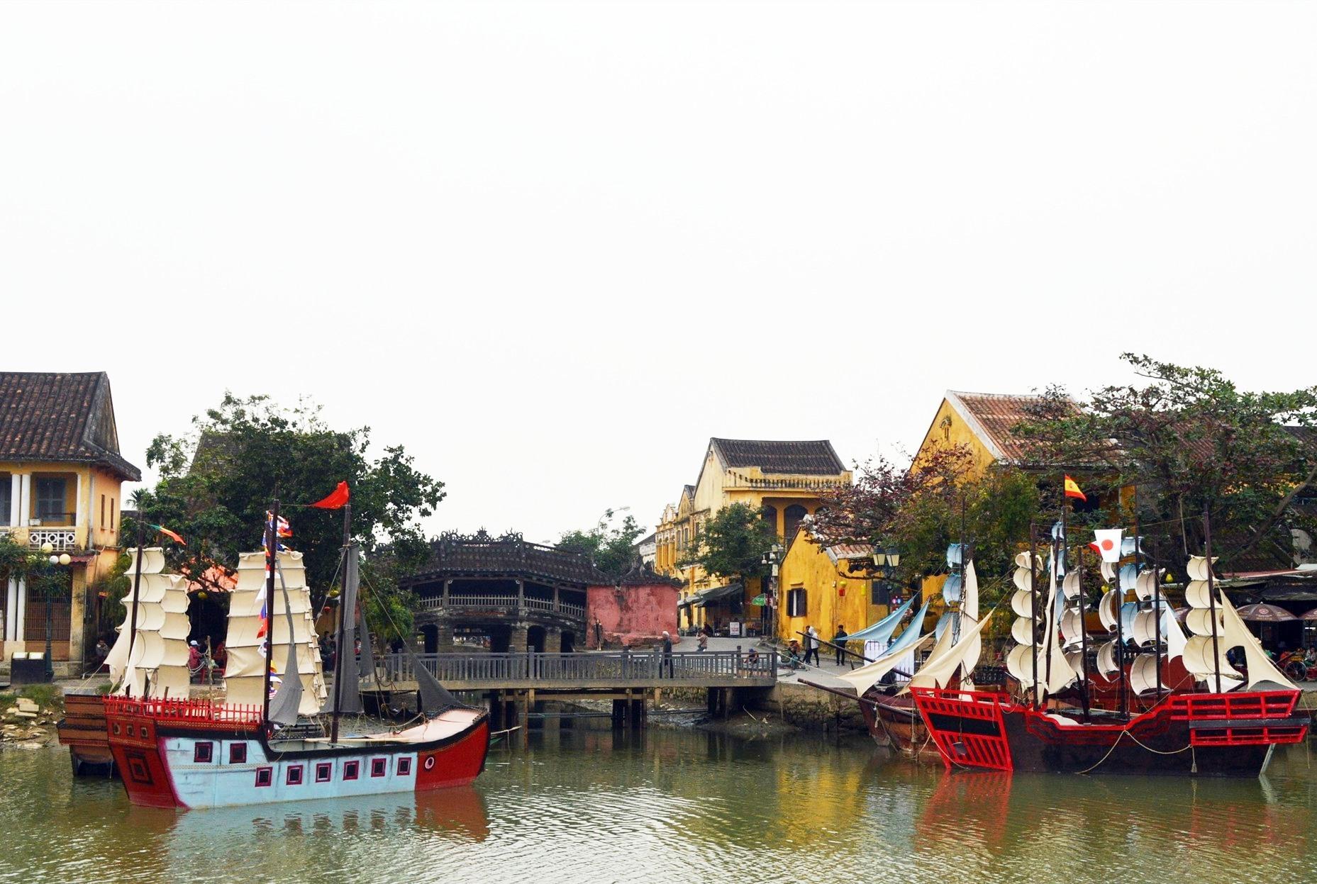 """""""Thương cảng Hội An"""" được tái hiện trên sống Hoài trước Chùa Cầu"""