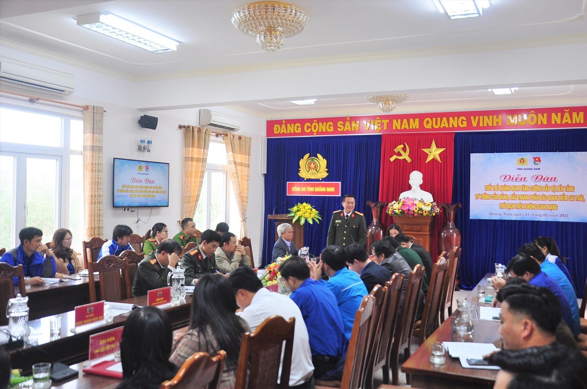 Thượng tá Nguyễn Thành Long - Phó Giám đốc Công an tỉnh phát biểu tại diễn đàn. Ảnh: V.ANH