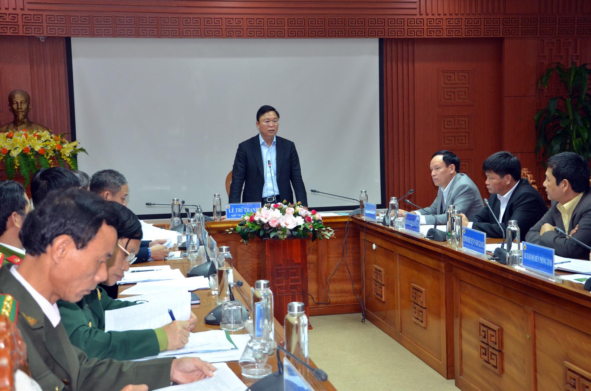 Chủ tịch UBND tỉnh Lê Trí Thanh chủ trì cuộc họp về kế hoạch đánh sập các hầm vàng trái phép trong Vườn quốc gia Sông Thanh vào chiều tối 20.1.