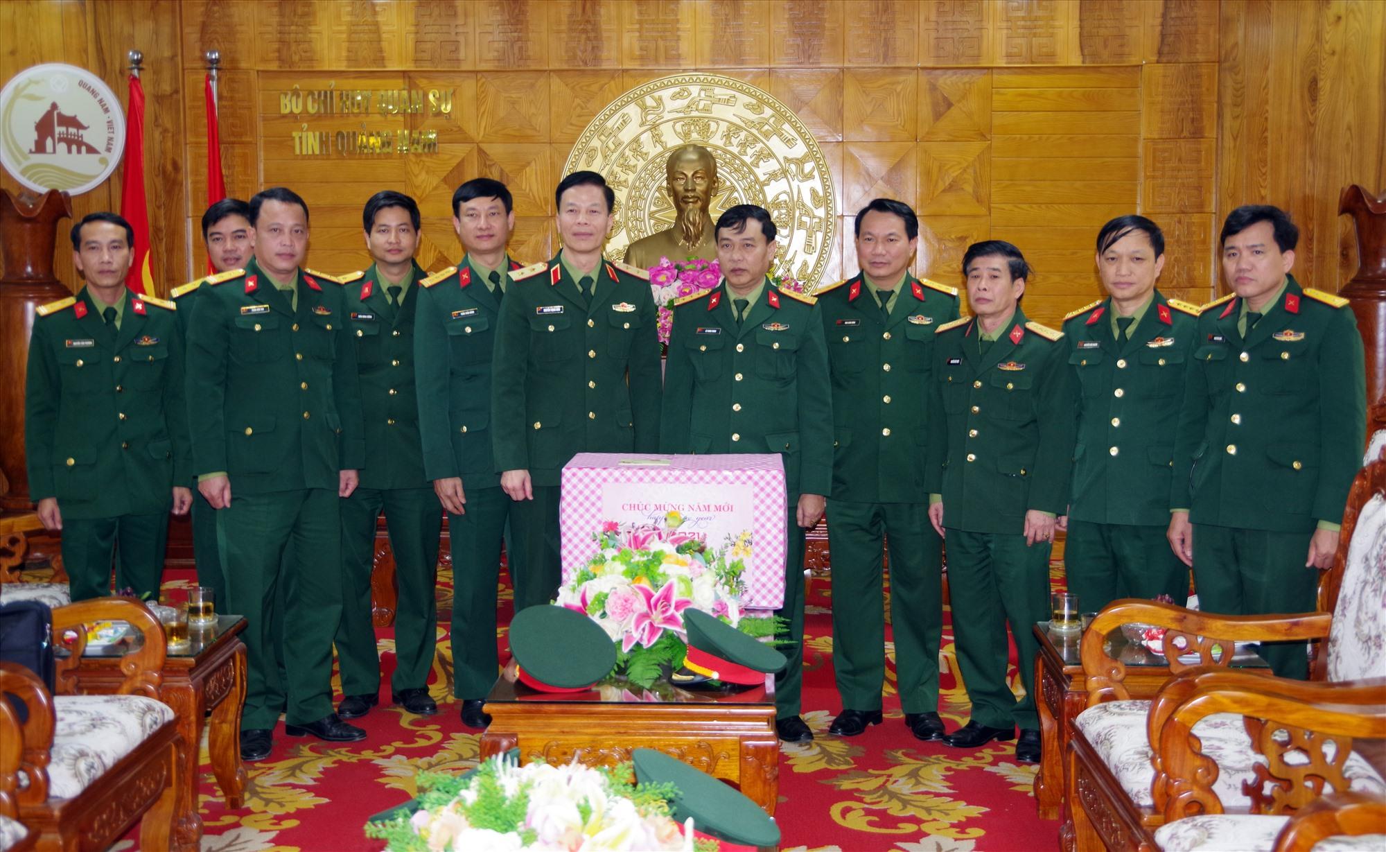 Trung tướng Nguyễn Trọng Bình chúc tết Bộ CHQS tỉnh.