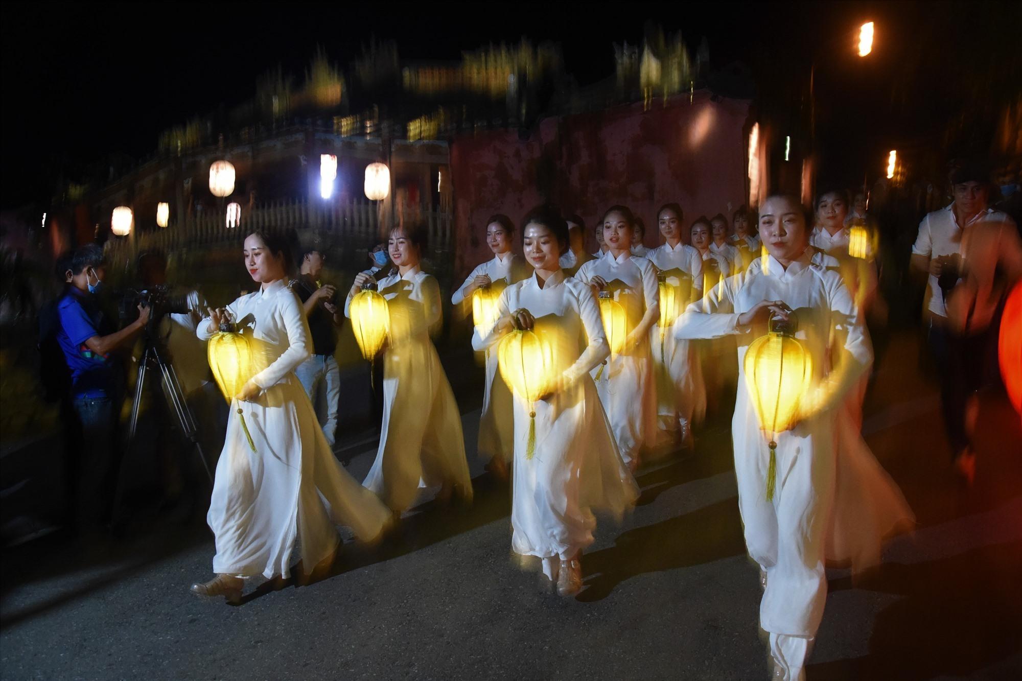 Hoi An lantern parade