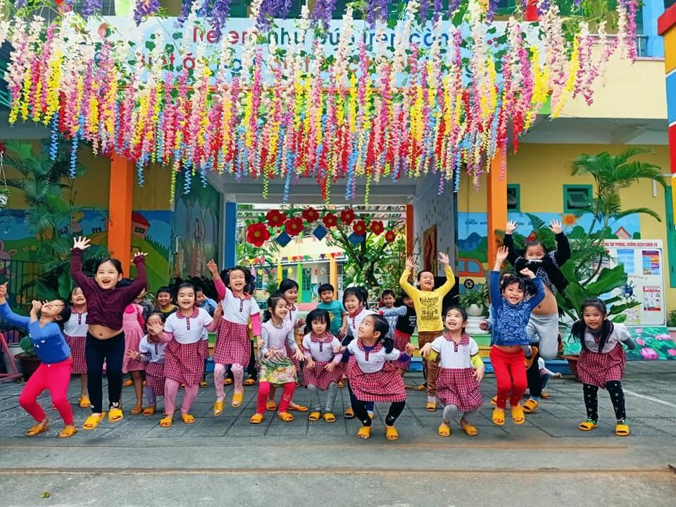 Trường Mẫu giáo Hương Sen (Tam Kỳ) rực rỡ sắc xuân. Ảnh: HÀ LÊ