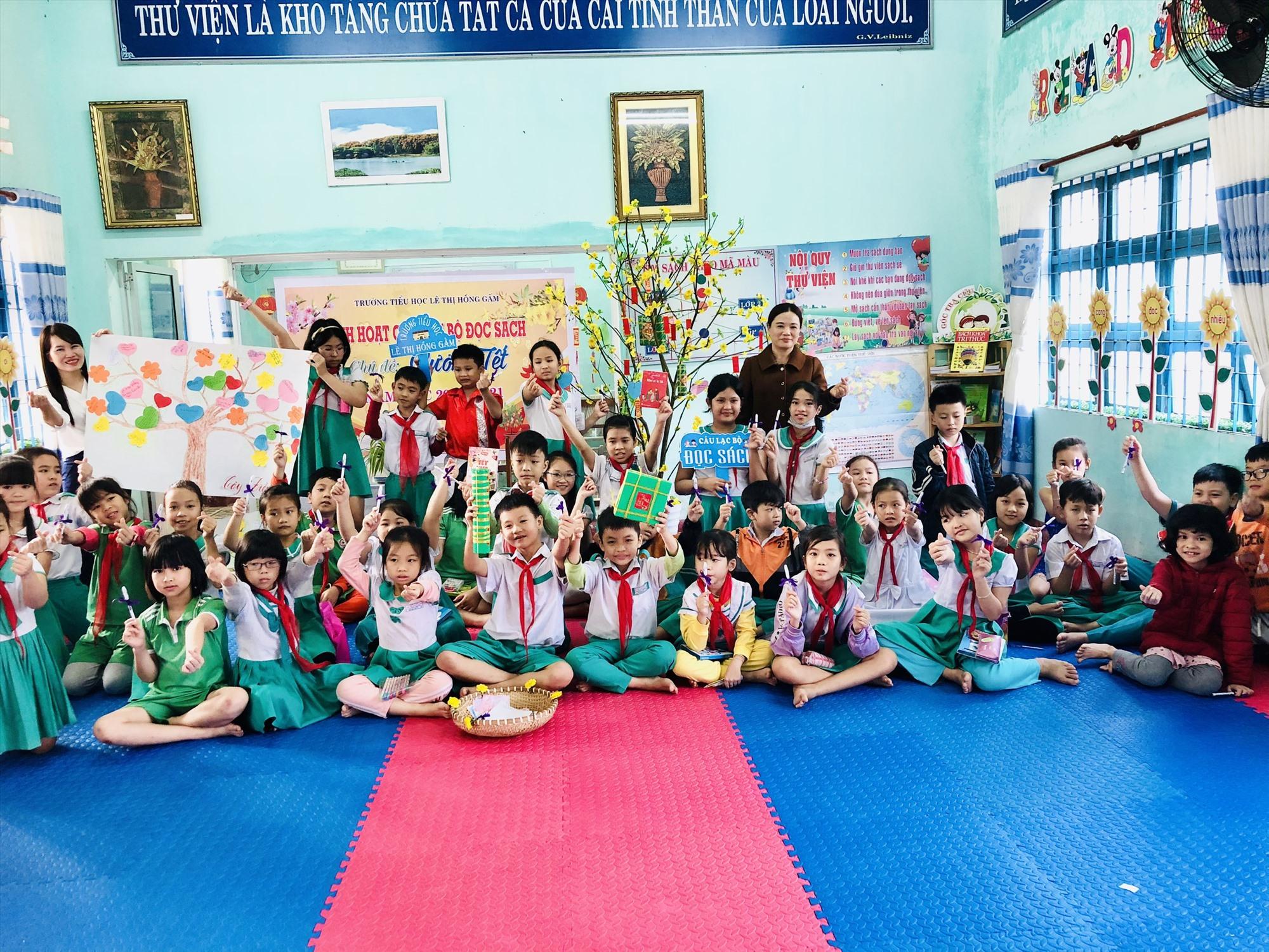 """Buổi sinh hoạt chủ đề """"Hương tết"""" của Câu lạc bộ đọc sách Trường Tiểu học Lê Thị Hồng Gấm. Ảnh: C.N"""