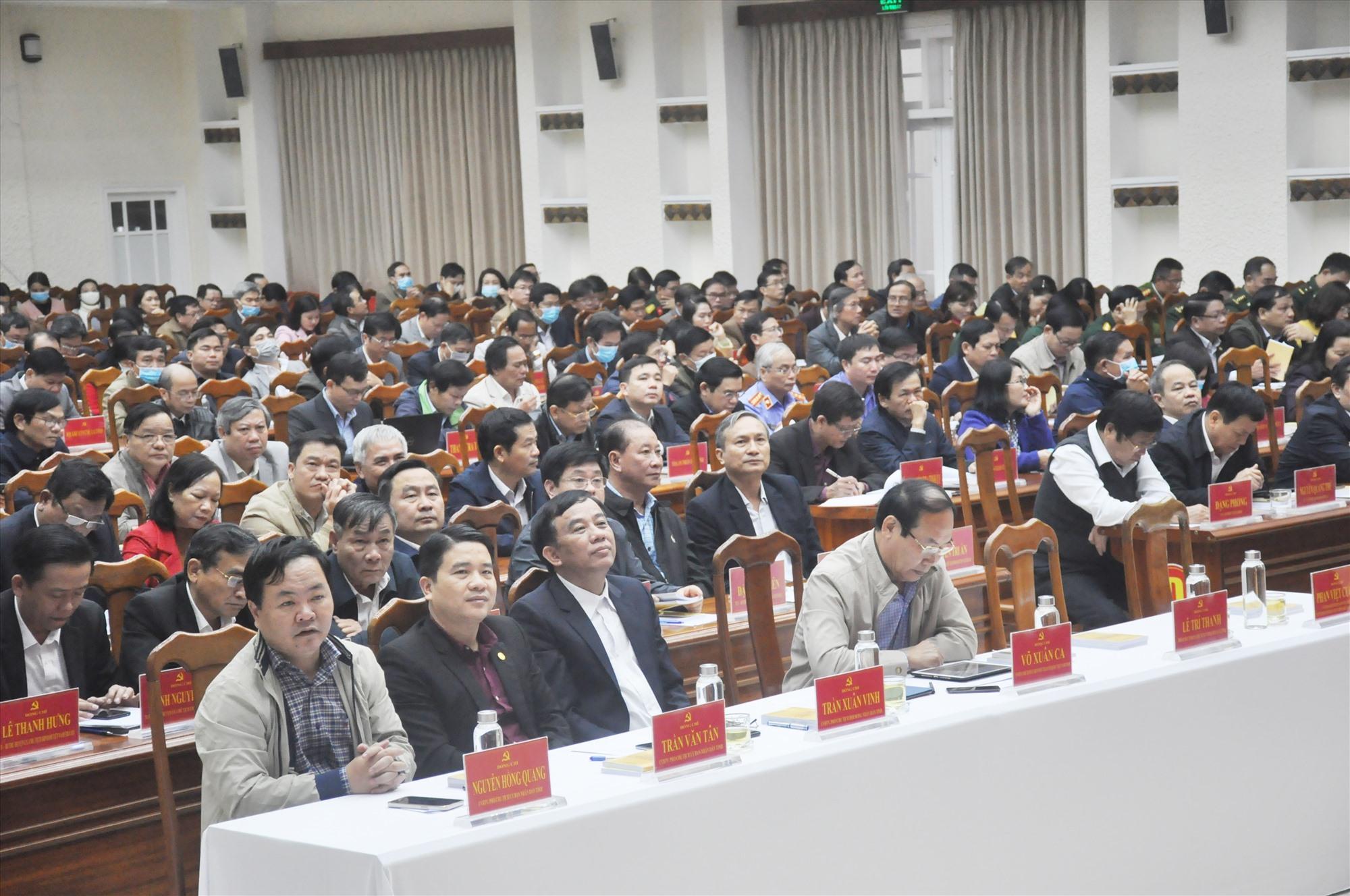 Các đại biểu dự hội nghị học tập, nghiên cứu, quán triệt Nghị quyết Đại hội đại biểu Đảng bộ tỉnh lần thứ XXII sáng nay 4.1. Ảnh: N.Đ