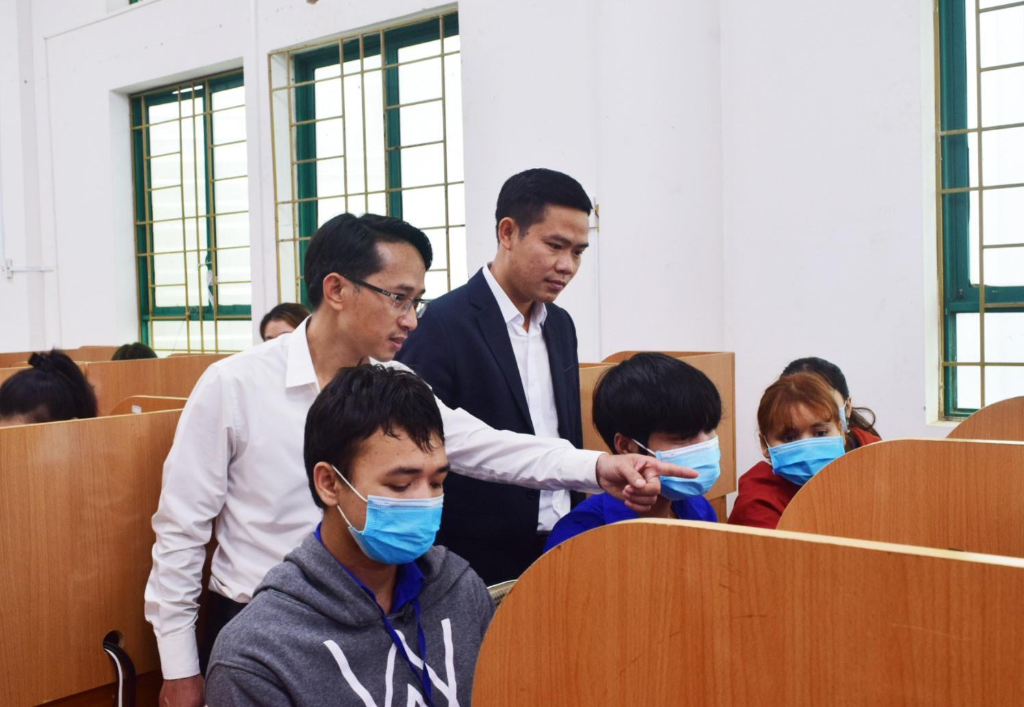 """Phát động chương trình """"Mỗi thanh niên một ý tưởng sáng tạo"""" trong sinh viên Trường Đại học Quảng Nam. Ảnh: THÁI CƯỜNG"""