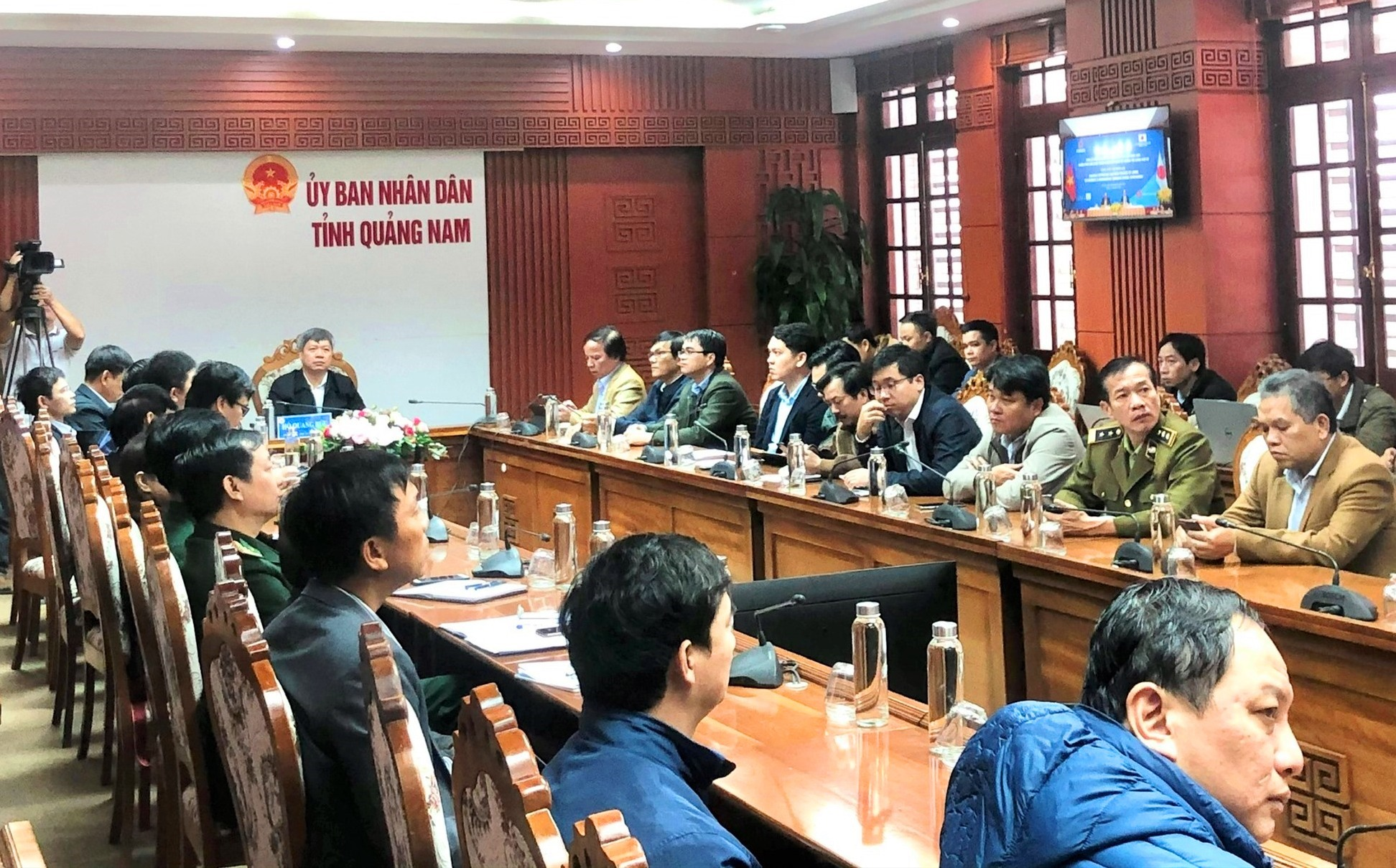 Các đại biểu theo dõi hội nghị tại điểm cầu Quảng Nam. Ảnh: V.A
