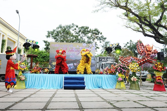 Lion dance to hope for a good new year