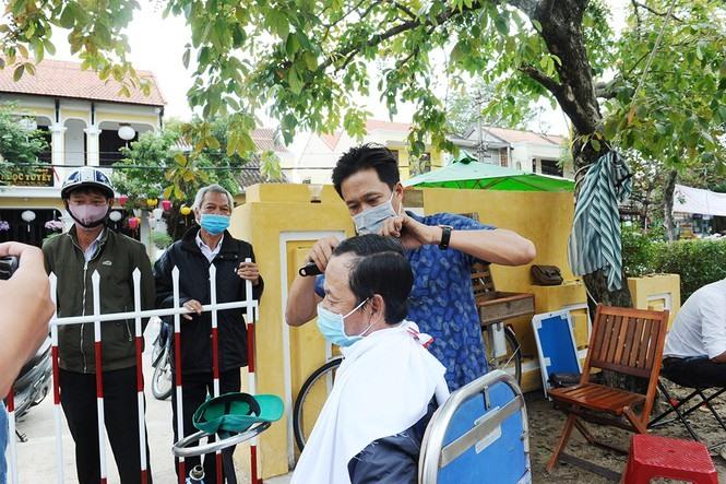 Free haircut at the fair