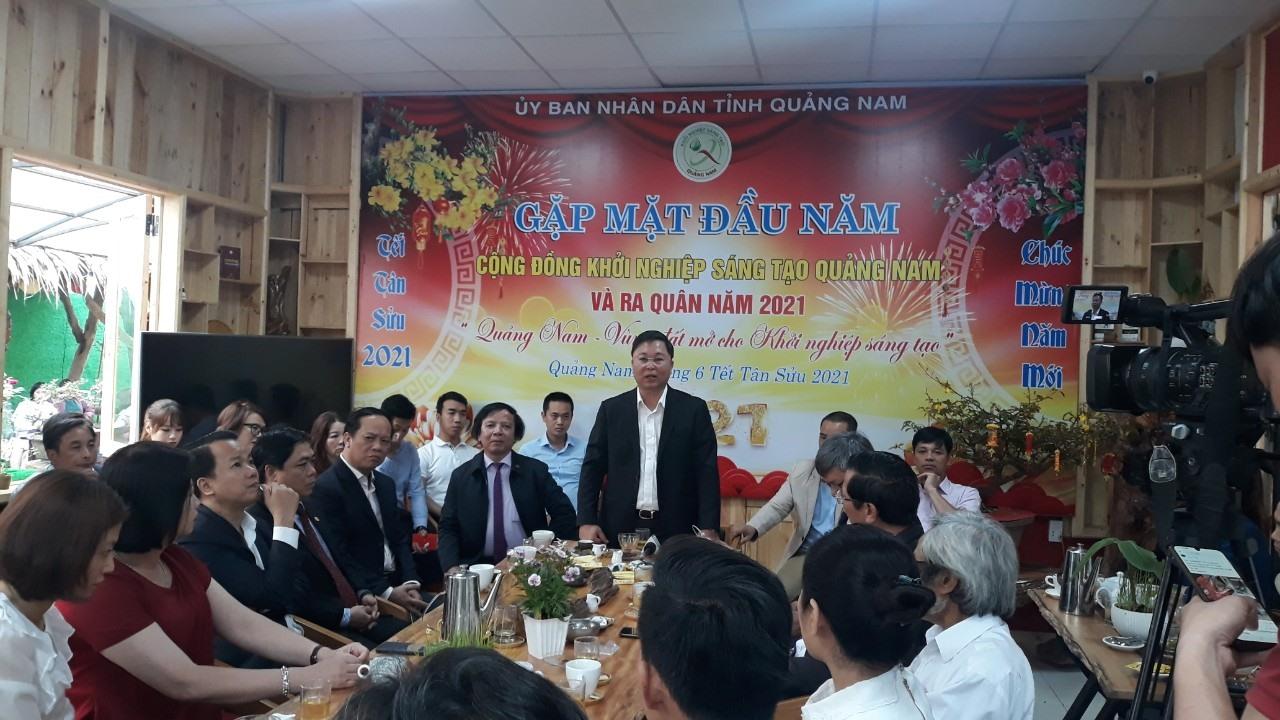 Chủ tịch UBND tỉnh Lê Trí Thanh chia sẻ tại buổi gặp mặt cộng đồng khởi nghiệp đầu Xuân Tân Sửu. Ảnh: C.N