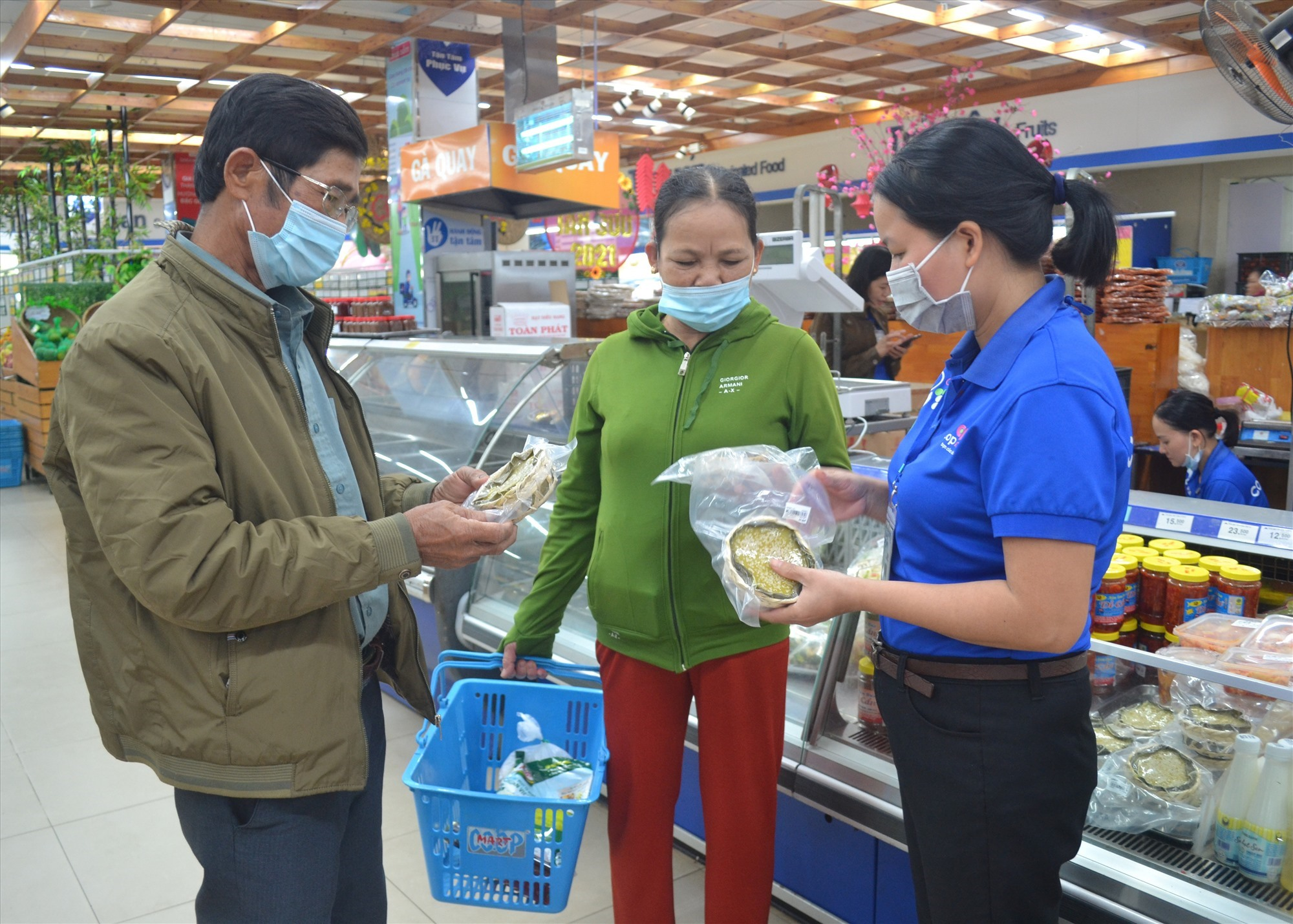 Customers at a supermarket in Quang Nam province