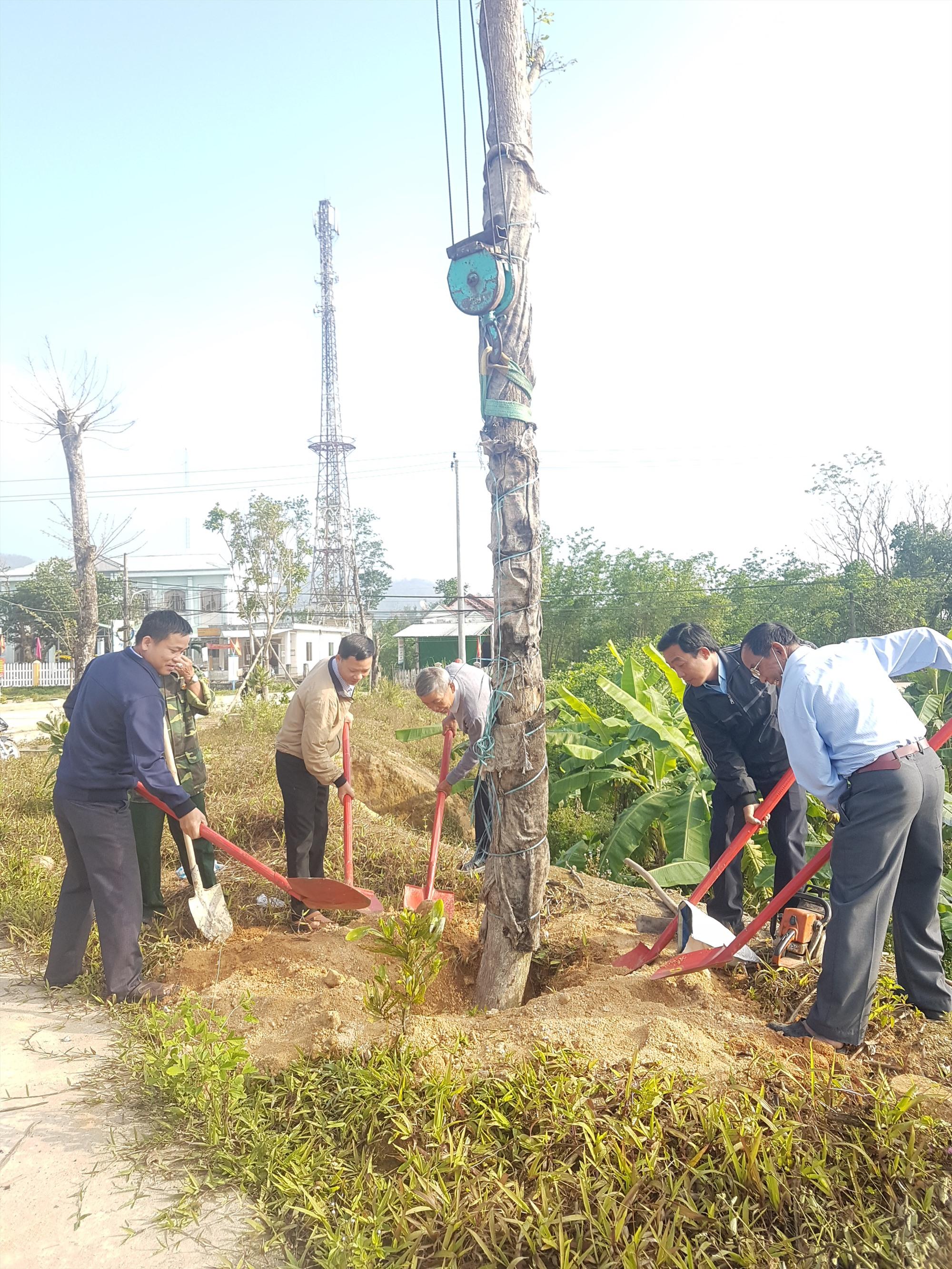 Xã Tiên Phong ra quân hưởng ứng Tết trồng cây năm 2021. Ảnh: D.L