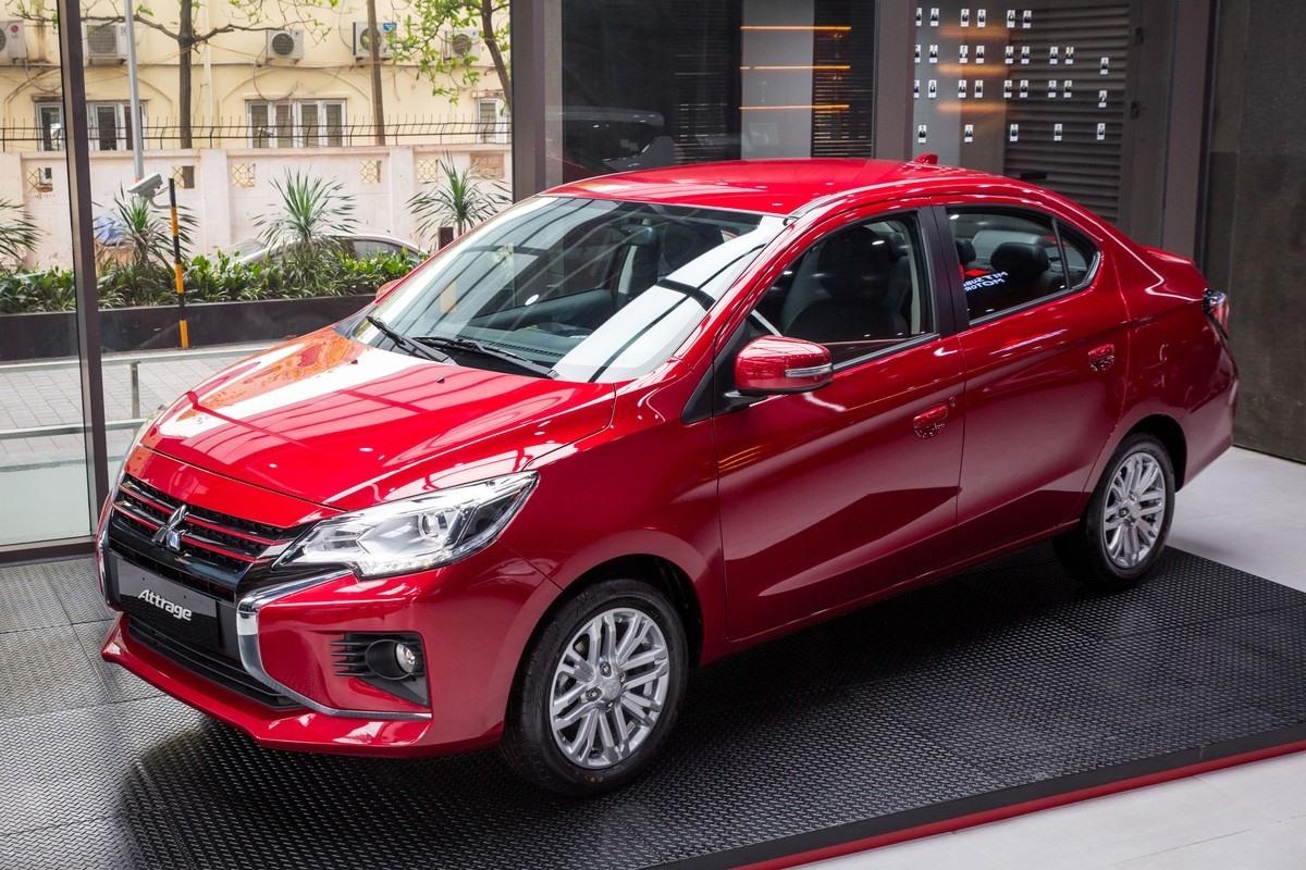 Xe có giá 485.000.000 đồng với 3 màu sắc là xám, đỏ và trắng