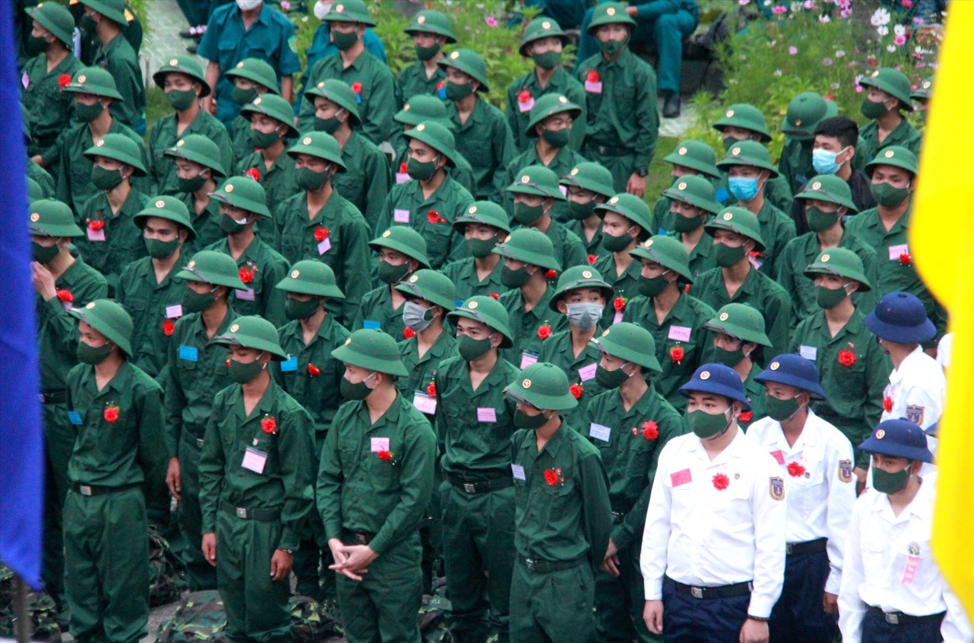 Năm nay, Núi Thành có 205 thanh niên lên đường nhập ngũ, trong đó có 15 thanh niên đi nghĩa vụ công an. Ảnh: ALĂNG NGƯỚC