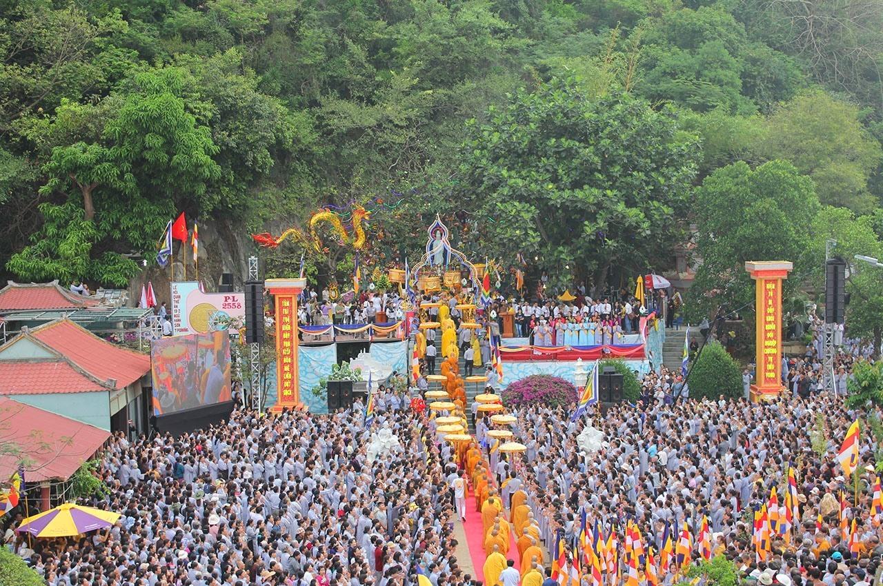 Lễ hội Quán Thế Âm Ngũ Hành Sơn nhìn từ trên cao. Ảnh NTB