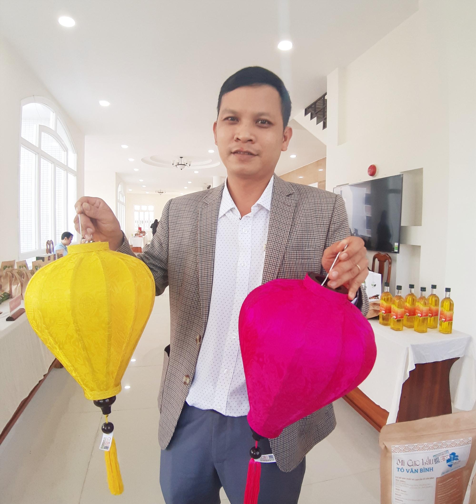 Đèn lồng Hội An là sản phẩm duy nhất của Quảng Nam được tỉnh đề nghị Trung ương công nhận đạt chuẩn OCOP 5 sao năm 2020. Ảnh: VĂN SỰ