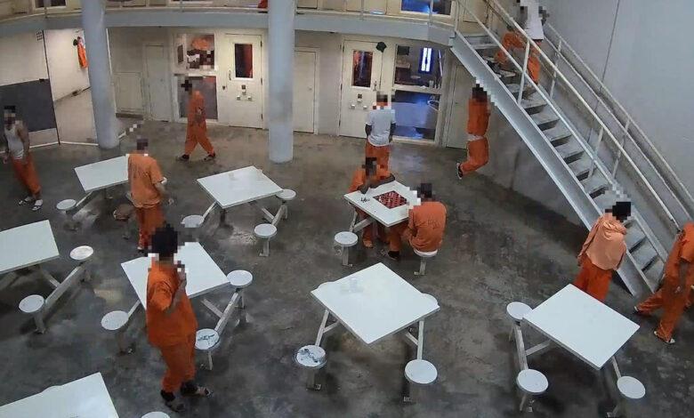 Cảnh sinh hoạt của các tù nhân nhà tù Quận Madison ở Huntsville, Alabama bị ghi lại. Ảnh: Bloomberg