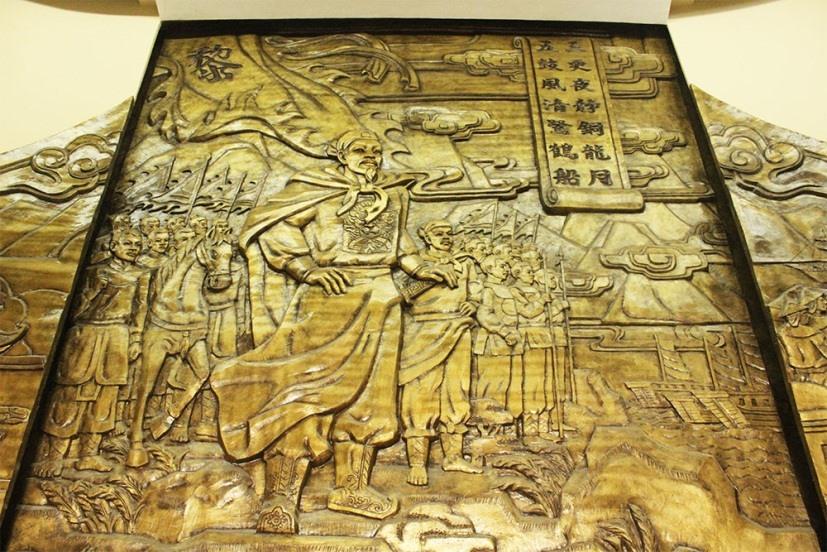 Bức phù điêu vua Lê Thánh Tông tại Bảo tàng Đà Nẵng.
