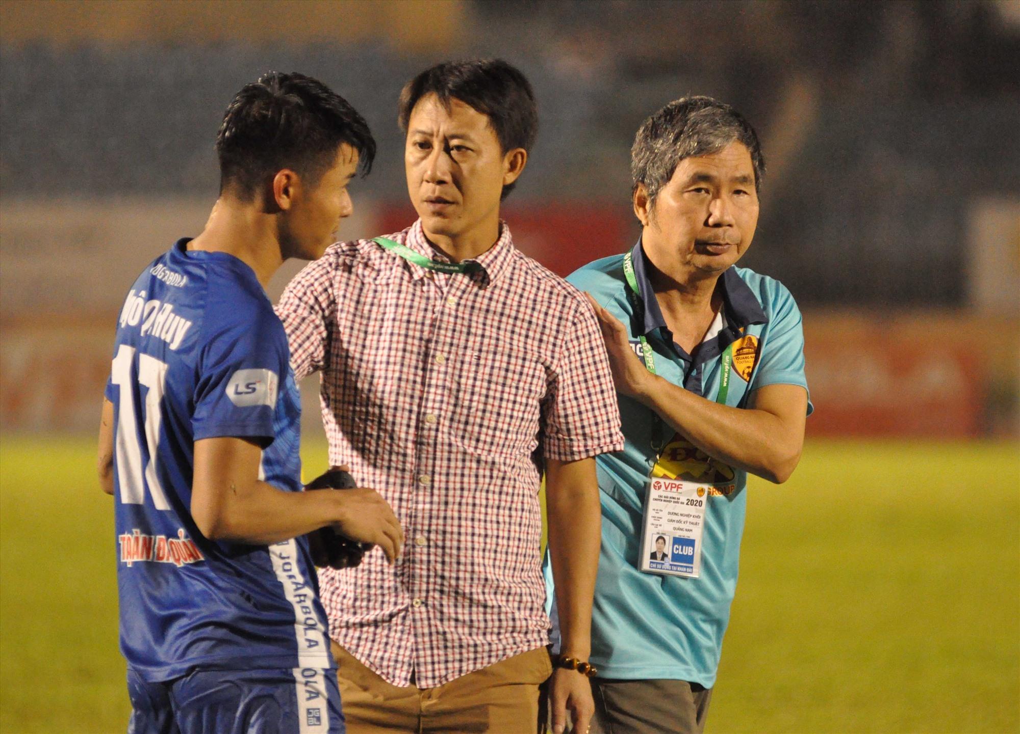 HLV Nguyễn Thành Công và Giám đốc điều hành Dương Nghiệp Khôi với trọng trách trách lèo lái đội Quảng Nam lên V-League. Ảnh: A.S