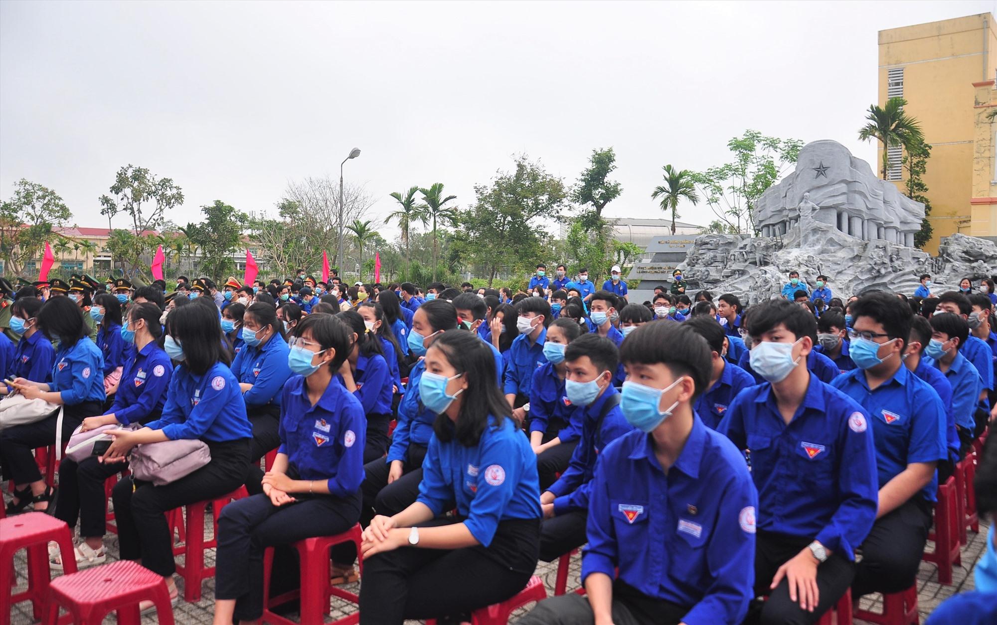 Đông đảo đoàn viên thanh niên tham dự lễ khởi động Tháng thanh niên. Ảnh: VINH ANH