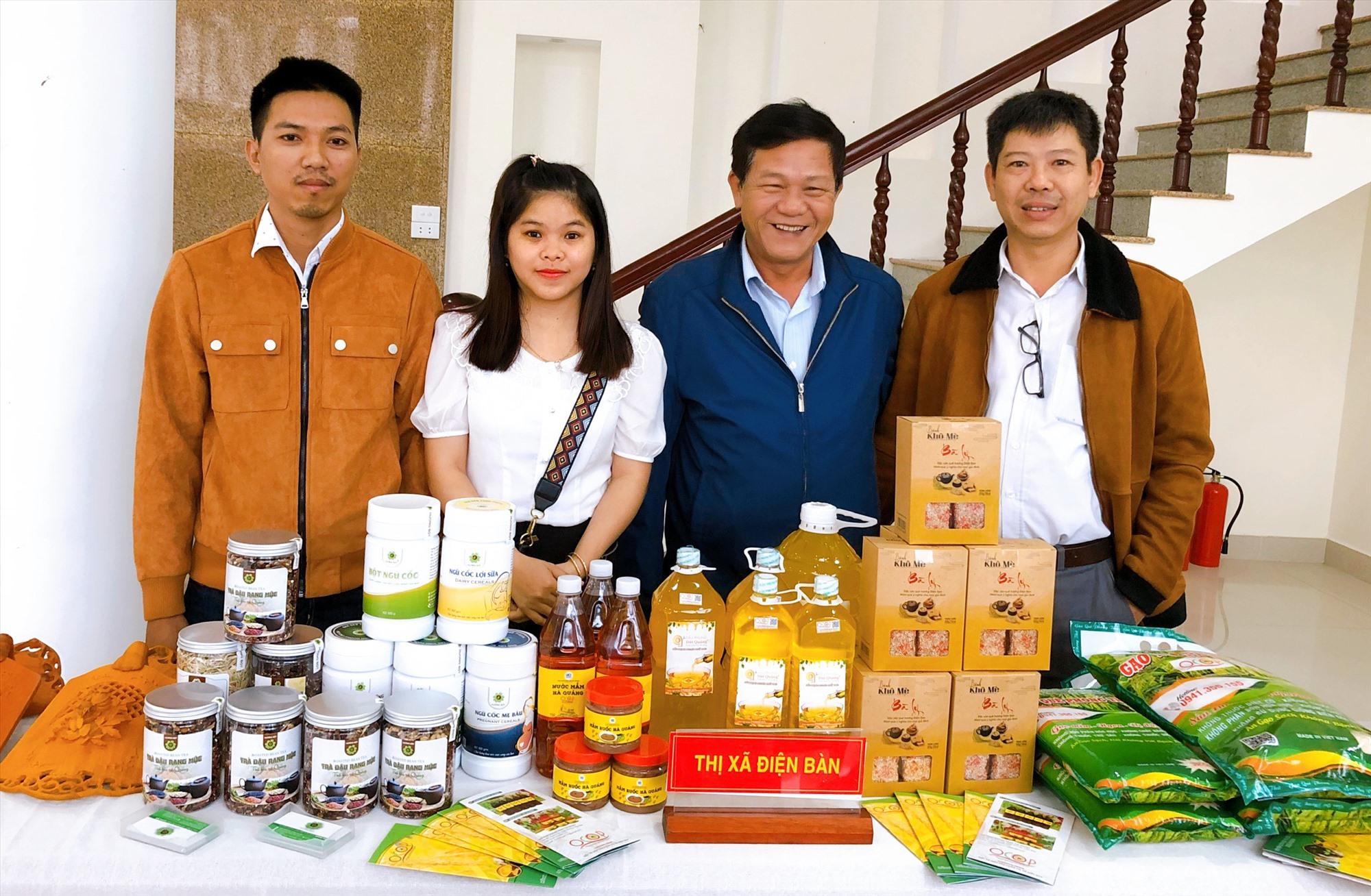 Các sản phẩm của cơ sở sản xuất sản phẩm xanh Hương Bột. Ảnh: PL