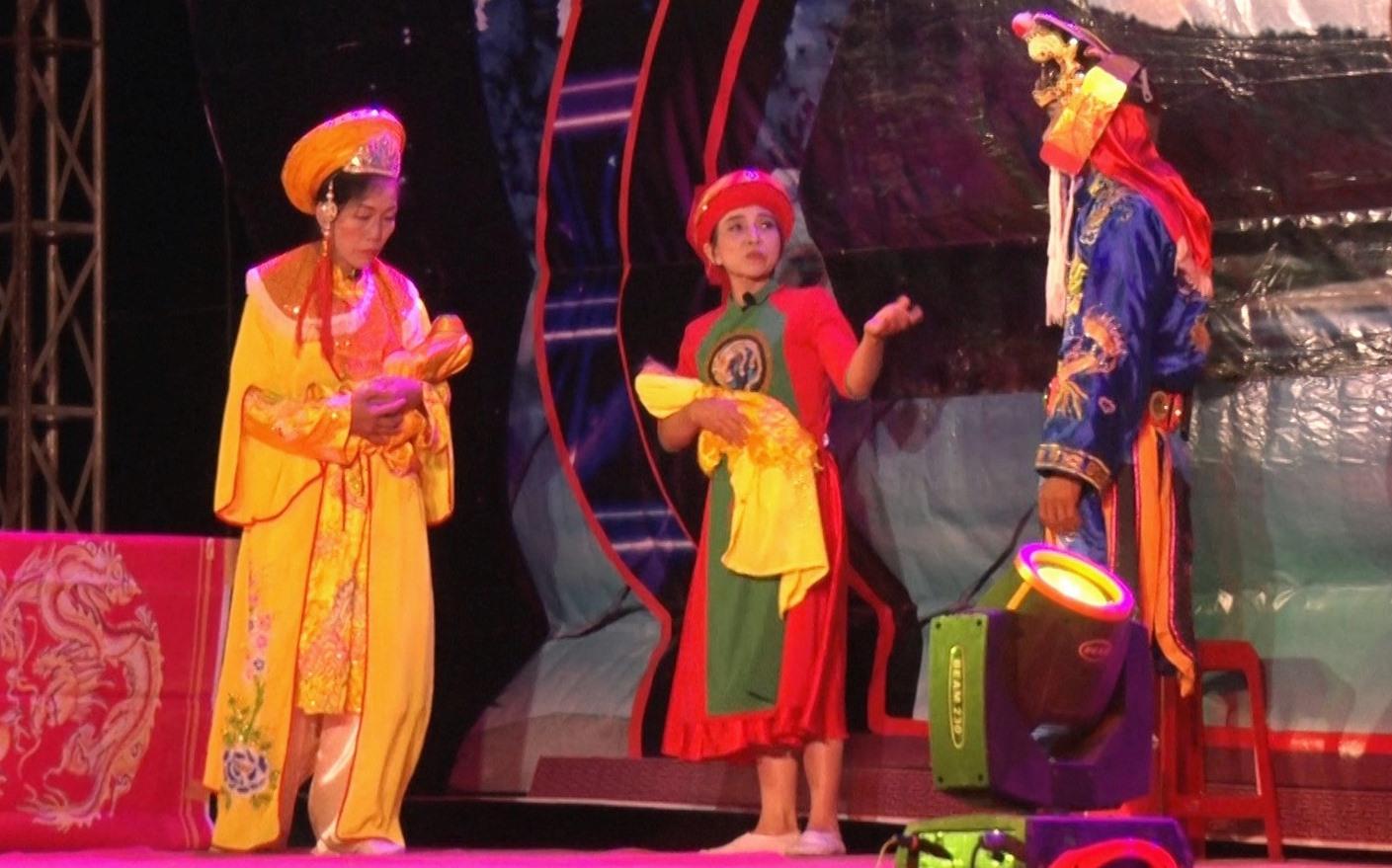 Liên hoan nghệ thuật tuồng huyện Nông Sơn lần thứ VI năm 2021 diễn ra trong dịp Lễ hội Bà Thu Bồn đón nhận Bằng công nhận di sản văn hóa phi vật thể cấp quốc gia. Ảnh: LÊ THÔNG