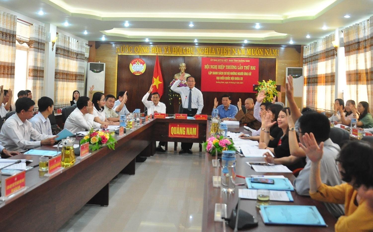 Hội nghị hiệp thương lần hai do Ủy ban MTTQ Việt Nam tỉnh tổ chức đã thống nhất danh sách 11 người ứng cử ĐBQH khóa XV và 97 người ứng cử đại biểu HĐND tỉnh khóa X. Ảnh: N.Đ