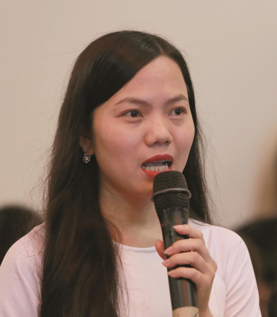 Thanh niên đặt câu hỏi với Chủ tịch UBND tỉnh Lê Trí Thanh về các vấn đề khởi nghiệp.