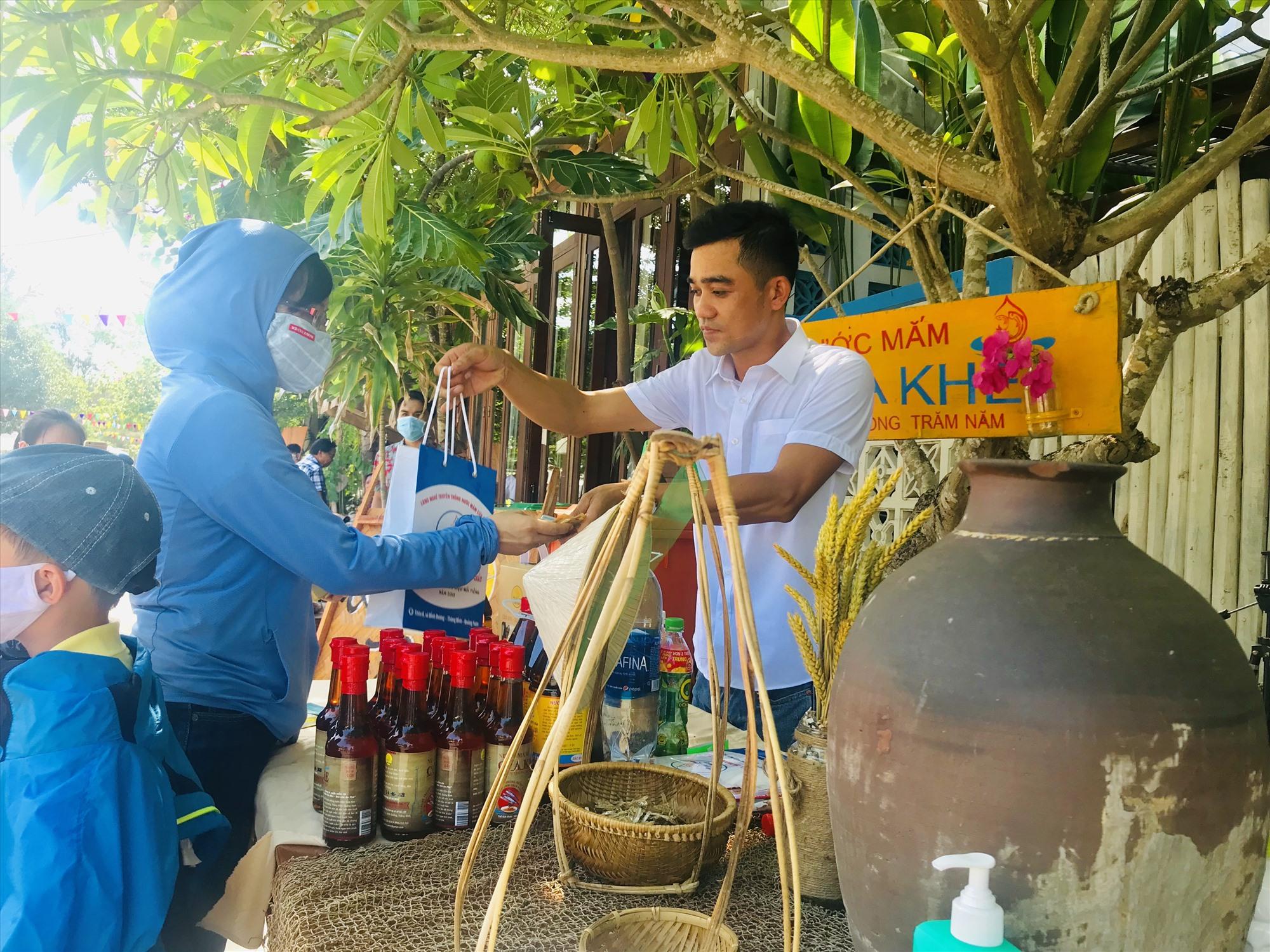 Nước mắm Cửa Khe đang xây dựng kế hoạch trở thành sản phẩm trải nghiệm du lịch nông thôn cho du khách thay vì chỉ là thực phẩm đơn thuần. Ảnh: Q.T
