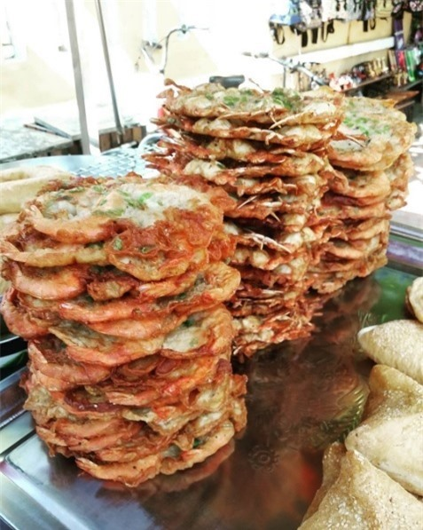 Shrimp or crab cake The cake is made from corn and shrimps or crabs. It is very delicious and poplar with visitors.