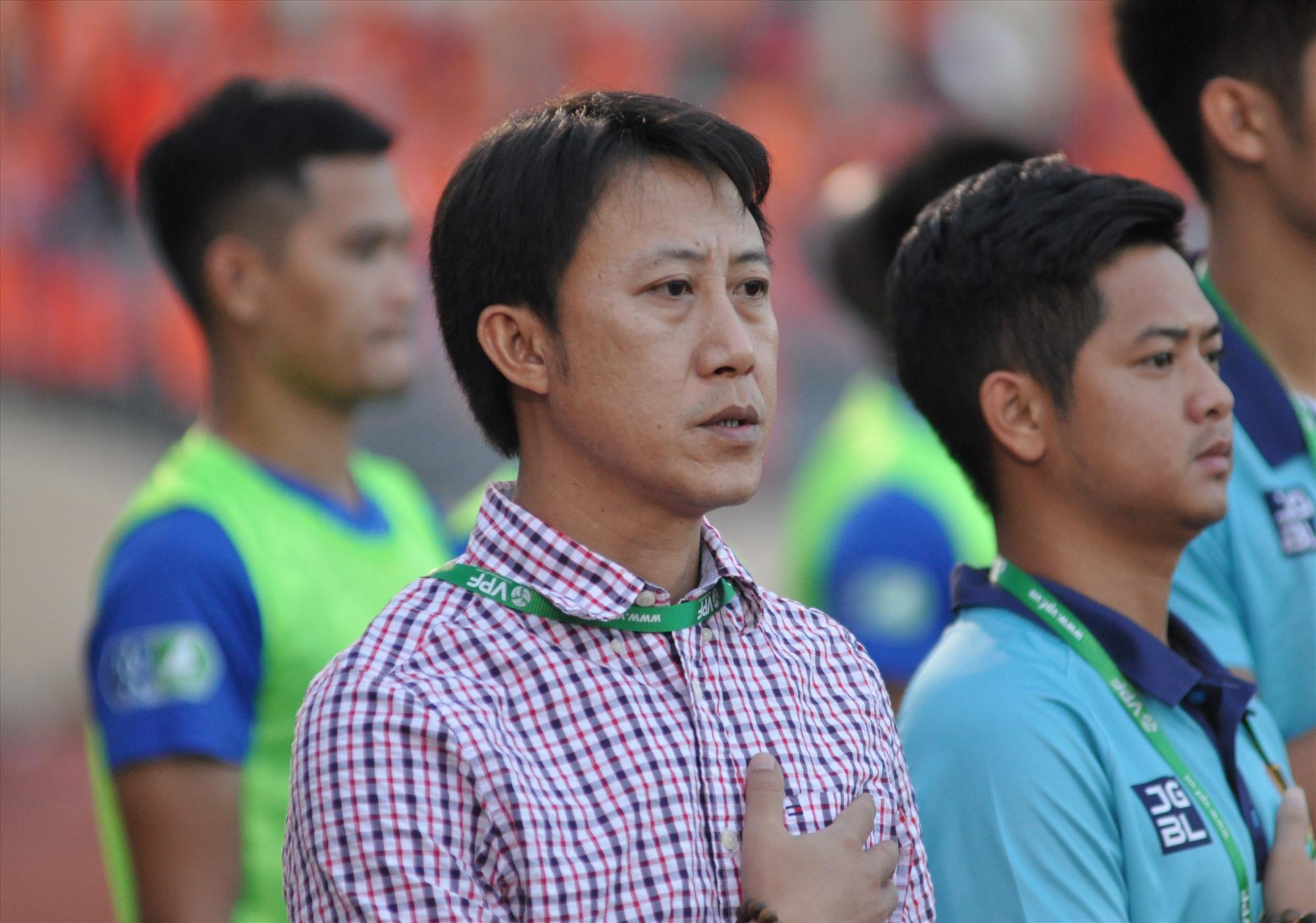 HLV Nguyễn Thành Công còn nhiều việc để làm mới giúp Quảng Nam thi đấu đạt kết quả tốt ở các trận đấu sắp tới. Ảnh: A.NHI