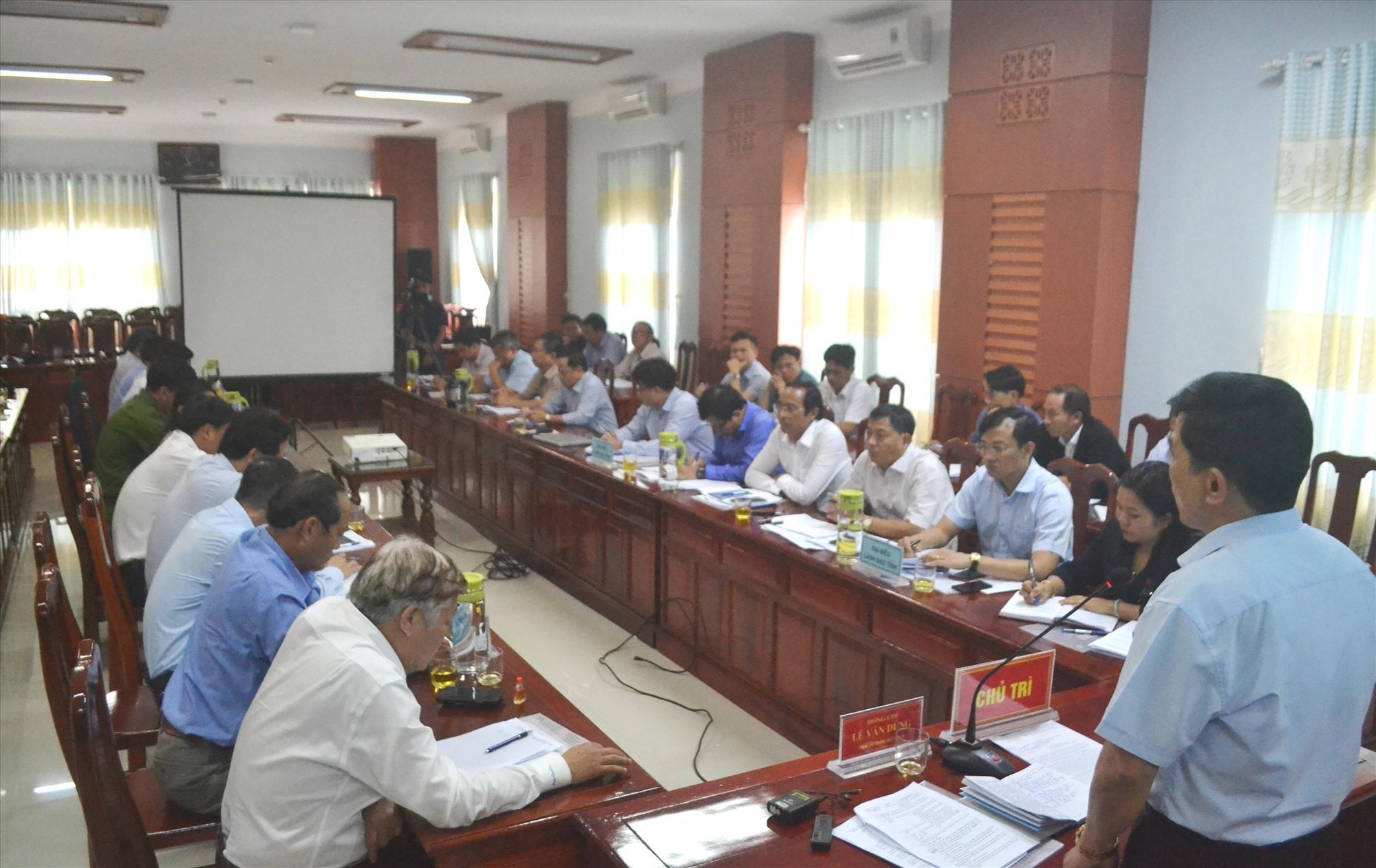 Đồng chí Lê Văn Dũng đề nghị huyện Tiên Phước thành lập tổ công tác chuyên trách GPMB. Ảnh: CT