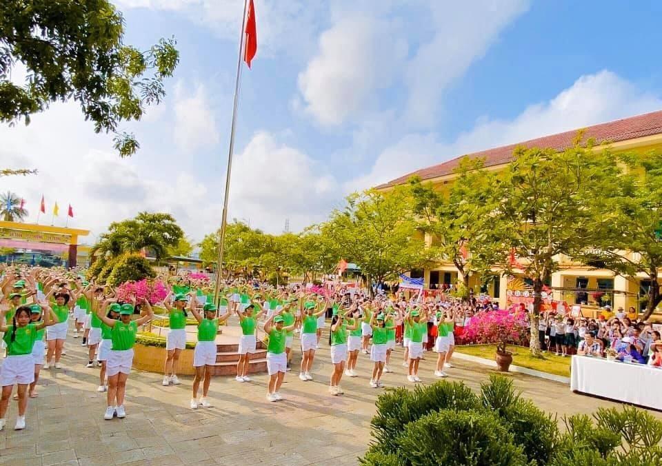 """Ngày hội """"thiếu nhi vui khỏe - tiến bước lên Đoàn"""" của Trường Tiểu học Kim Đồng (Tam Kỳ). Ảnh: C.N"""