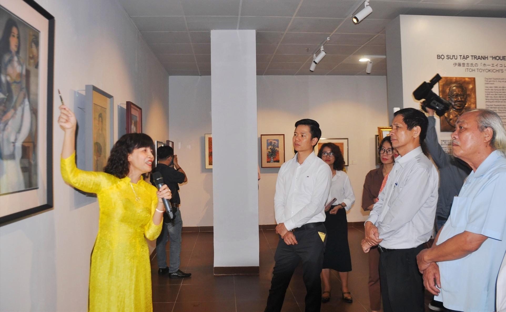 Một bức tranh quý được giới thiệu tại triển lãm. Ảnh: N.N