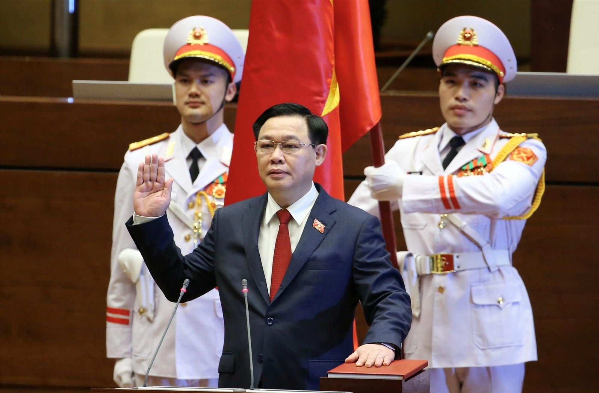 Tân Chủ tịch Quốc hội Vương Đình Huệ tuyên thệ nhậm chức. Ảnh: VGP